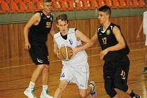 Od pondělí do středy se v hodonínské sportovní hale TEZA představí basketbalové naděje České republiky (bílé dresy), Slovenska a Liberce.