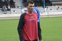Ratíškovický obránce Petr Machala hrál na podzim za Vracov, ve druhé polovině sezony okresního přeboru ale obléká dres mikulčického Baníku.