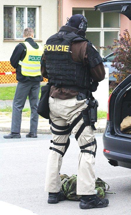 Policejní zásah v Sudoměřicích na Hodonínsku. V květnu tam střelci několikrát vypálili z plynové pistole poblíž školy.