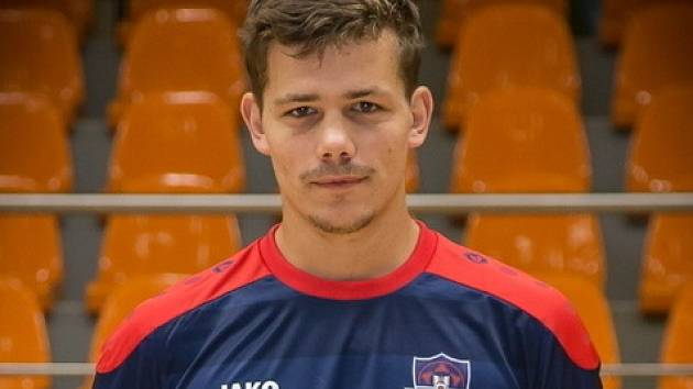 Rohatecký záložník Filip Vanda patří mezi klíčové hráči druholigového futsalového týmu FC Tango Hodonín B. Proti Vyškovu skóroval hned dvakrát.