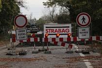 Práce na novém mostě před městem Holíč.