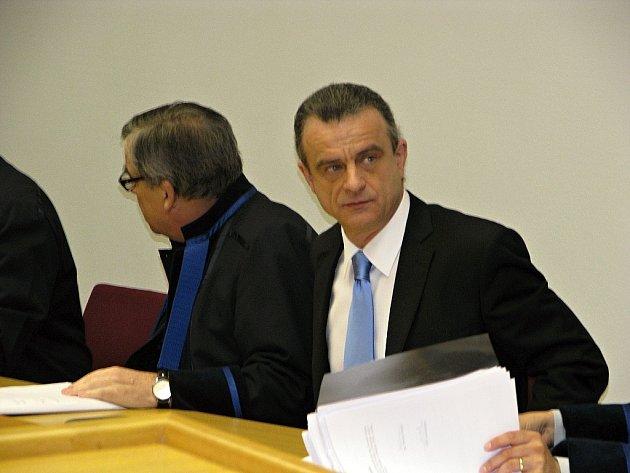Poslanec Věcí veřejných Otto Chaloupka u hodonínského okresního soudu.