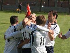 Fotbalisté Vacenovic rozhodli nedělní duel v Nikolčicích za sedm minut, ve kterých domácímu týmu vstřelili tři branky.