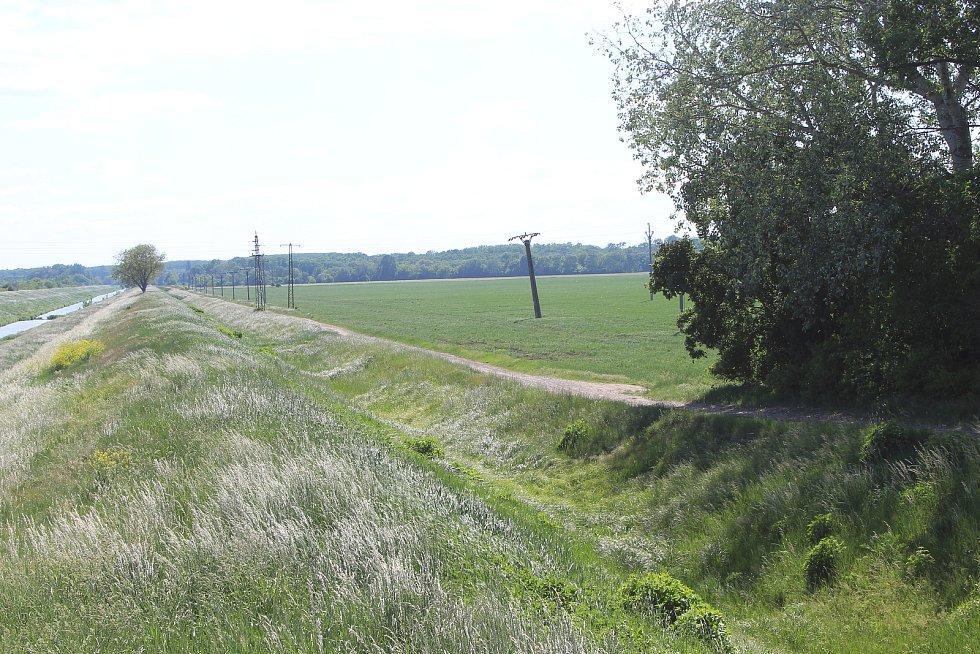 Lokalita mezi Moravským Pískem a Uherským Ostrohem, kde se plánuje těžba štěrkopísku.
