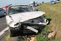 Nehoda dvou škodovek uzavřela silnici mezi Vnorovy a Strážnicí. Oba řidiči skončili v nemocnici.