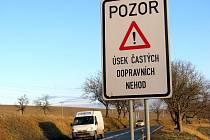 Dopravní značka úsek častých dopravních nehod mezi Svatobořicemi – Mistřínem a Kyjovem.