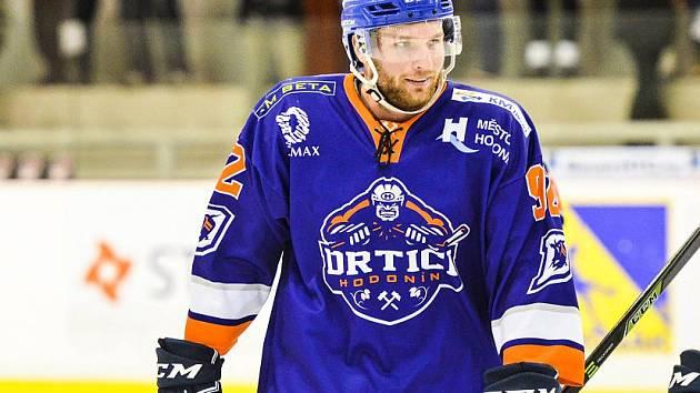 Obránce druholigového Hodonína Martin Miklík (na snímku) se vrátil na led po dvoutýdenní pauze. Proti Vsetínu si připsal gól na 2:3.