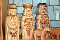 Tři králové v betlému vyřezávaném oravským řezbářem Jánem Feriancem.