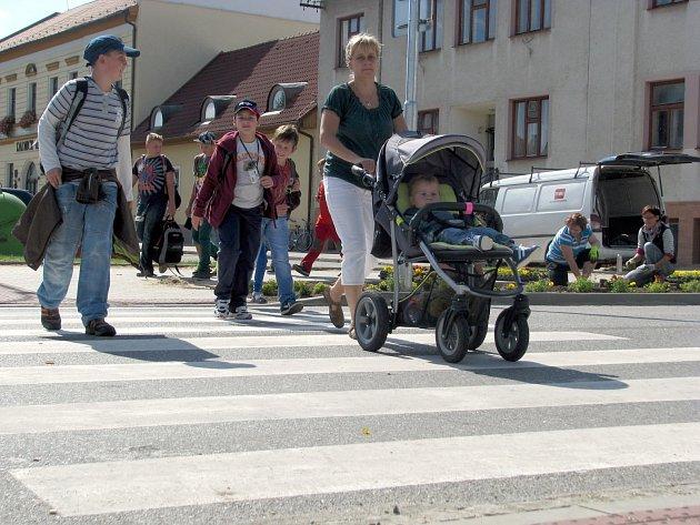 Nově opravené chodníky a přechody v Mutěnicích.