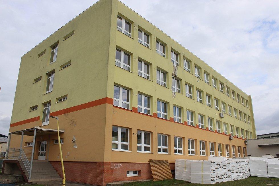 Hlavní budova Integrované střední školy v Hodoníně.