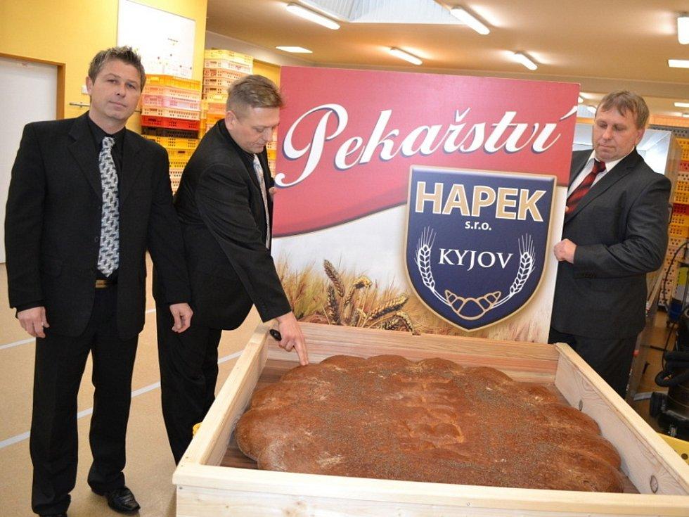 Největší chlé upekli majitelé Pekařství Hapek z Kyjova vlastníma rukama.
