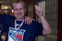 Zbyněk Koplík při pražském utkání New York Rangers s Tampou.