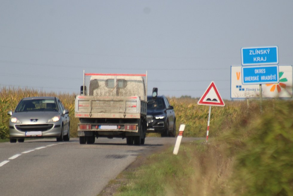 Doprava v Moravském Písku a v jeho katastru na silnici II/427 odpoledne první zářijové úterý 2021.
