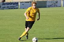 Obránce Tomáš Novotný (na snímku) byl ve středečním zápase vyloučen a mutěnickým fotbalistům tak bude minimálně jeden zápas chybět.