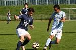 Fotbalisté FC Veselí nad Moravou (v tmavým dresech) porazili ve šlágru 23. kola I.A třídy skupiny B vedoucí Krumvíř 3:1. Sobotní duel sledovalo 350 diváků.