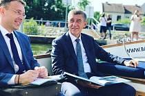 Návštěvu jižní Moravy zahájil předseda vlády Andrej Babiš v Petrově na Hodonínsku, odkud se plavil ve člunu. Slíbil prodloužení vodního díla.