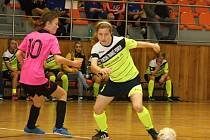 Fotbalistky druholigového Hodonína vyhrály domácí halový turnaj žen. V pěti zápasech získaly plný počet patnácti bodů.