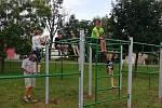 V Rohatci mají na hřišti novou prolézačku, na které si zacvičí děti i dospělí.