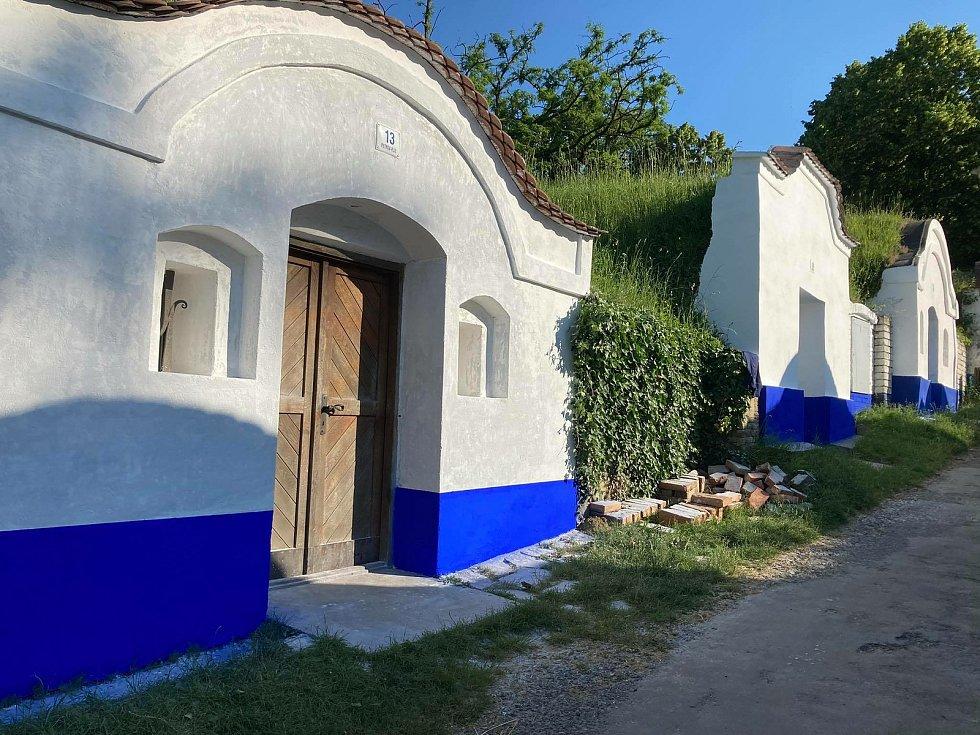 Petrov patří mezi vyhledávané turistické lokality zejména kvůli areálu vinných sklepů Plže.