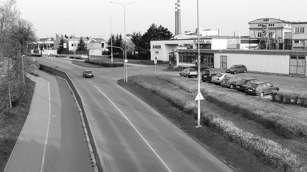 Velkomoravská ulice dnes, viadukt byl posunut trochu vlevo