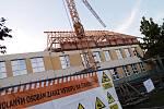 Práce na přístavbě základní školy ve Vracově.