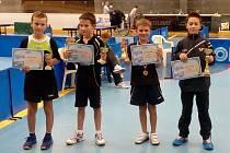 Mezi nejmladšími žáky se z prvního vítězství na celorepublikovém turnaji radoval hodonínský talent Štěpán Brhel (druhý zprava).