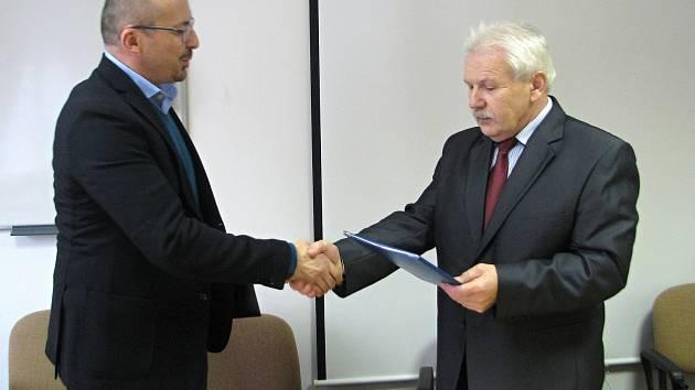 Město Kyjov a Okresní hospodářská komora uzavřely smlouvu o spolupráci, která má napomoci růstu zaměstnanosti, podpořit vzdělání a podnikatele.