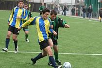 I.B třída, sk. C: FK Baník Dubňany (v černozeleném) vs. Sokol Vlkoš (hráno na umělé trávě)