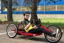 Třináctiletý Adam z Bukovan chce závodit na handbiku. Kyjovští mu ho pomohou koupit.