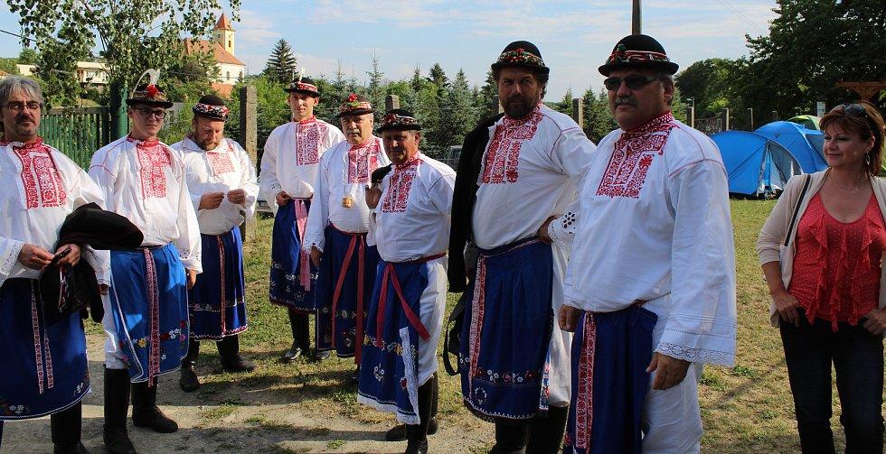 Šestý ročník posezení u cimbálu s koštem vína v Lovčicích.