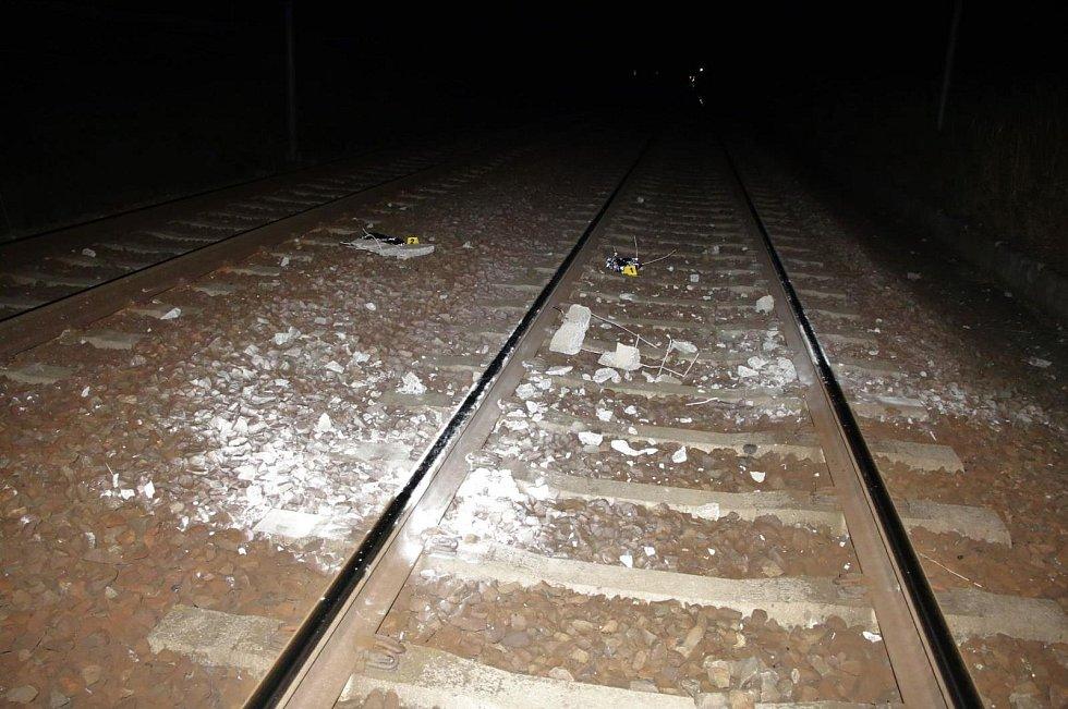 Panel, do kterého narazil koncem července rychlík na trati v Moravském Písku. Kolize se obešla bez zranění.