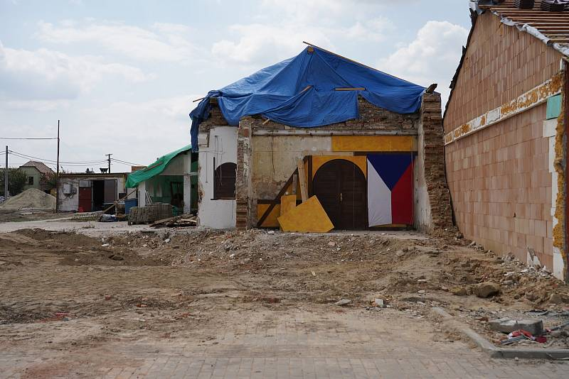 Obce na jihu Moravy po ničivém tornádu. S obnovou pomůže také nadace Karel Komárek Family Foundation.