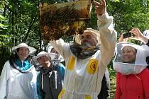 Den otevřených úlů, k celostátní akci se jako jediný z Hodonínska přidá včelař Petr Komoň z Tvarožné Lhoty. Své hospodářství otevře v pátek a sobotu.