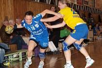 Kapitánka Brittermu Tereza Chmelařová (v modrém) zaznamenala v posledním interligovém zápase letošního roku šest branek