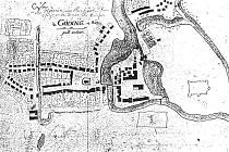 Valový násyp s příkopem okolo města na mapě z 18 století.
