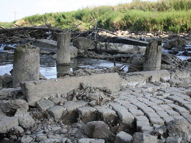 Masarykův most vystoupil z hlubin