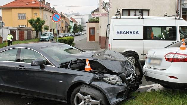 Bouračka na křižovatce ulic Brandlova a Havlíčkova v Hodoníně.