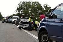 U Rohatce bourala tři osobní auta.
