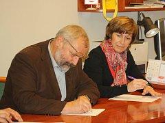 Ve Veselí nad Moravou podepsali 28. října 2014 koaliční dohodu.