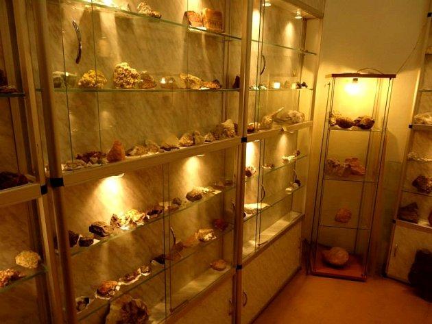 Nová stálá expozice minerálů v hodonínském Muzeu naftového dobývání a geologie.