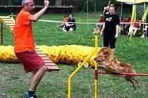 Zakladatel ratíškovického klubu Dušan Buček při závodě společně se svým čtyřnohým miláčkem Dastíkem. Lucky Dogs oslavili na konci října roční výročí.