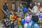 Děti se Žádovic přilákal maškarní karneval.