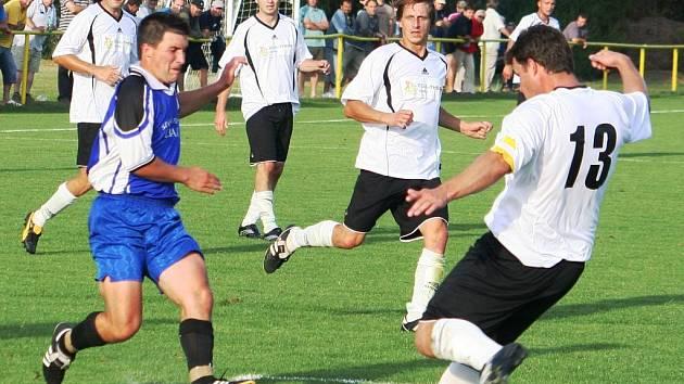 Fotbalisté Rohatce vyhráli na půdě okresního rivala z Vacenovic.