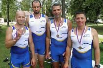 Zkušení hodonínští veslaři získali na mezinárodním mistrovství České republiky veteránů celkem dvanáct cenných kovů. K šesti zlatým medailím přidali ještě dvě stříbra a čtyři bronzy.