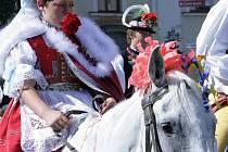 Skoronice na Kyjovsku patří s Vlčnovem, Hlukem a Kunovicemi mezi čtyři poslední obce v České republice, kde ještě jezdí po dědině král se svojí družinou.