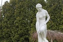Zrestaurovaná socha Žofie v Radějově před obecním úřadem.