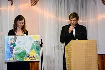 Benefiční aukce na pomoc sedmiletému Petru Holinkovi z Hodonína, který trpí nevyléčitelnou Duchennovou svalovou dystrofií. Výtěžek překonal očekávání, vybralo se asi 135 tisíc korun.