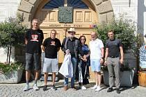 Herec Bolek Polívka navštívil v Kyjově syna basketbalistu.