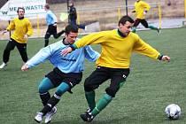 Záložník Mutěnic Milan Válek (ve žlutém) se proti Podivínu střelecky prosadil jednou. Vinaři vyhráli 9:0.
