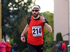 Rohatecký vytrvalec Luděk Durďák (na snímku) na závodě ve slovenské Jablonici kraloval běžcům nad čtyřicet let. Celkově skončil loňský vítěz Moravsko-slovenského běžeckého poháru čtvrtý.